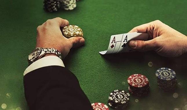 algumas-diferencas-entre-o-poker-online-e-live