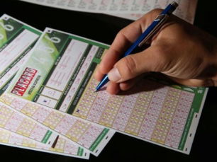 Placard leva menores a apostar
