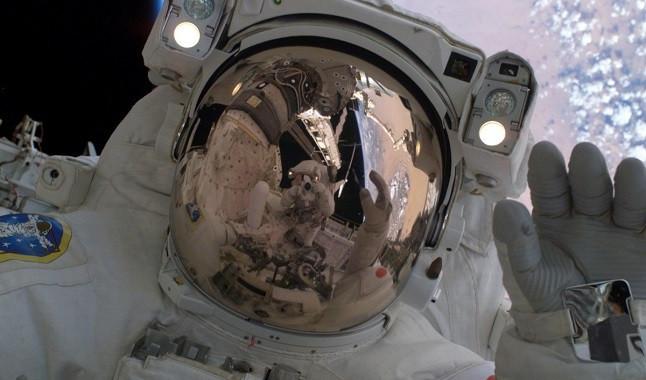 Astronauta faz aposta do espaço
