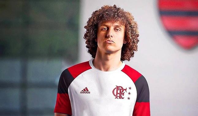 David Luiz assina com o Flamengo