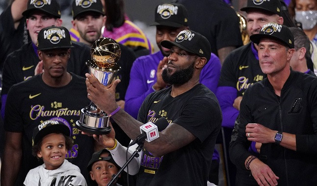 LeBron James brilha e os Lakers vencem a NBA