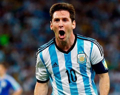Lionel Messi para marcar no Holanda vs Argentina