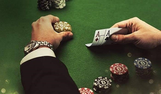 The pros and cons of online and live poker
