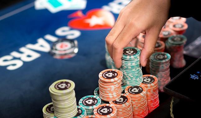 Profissional leva três títulos na PokerStars