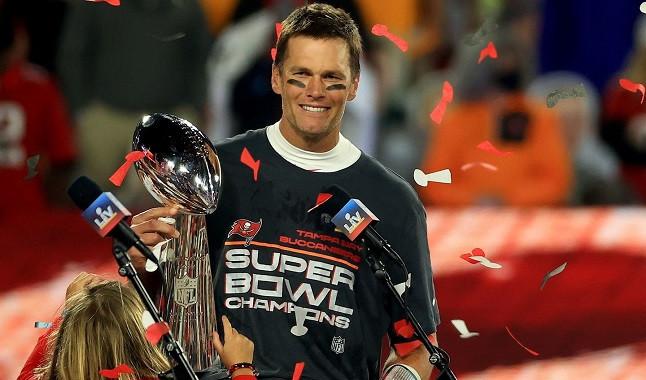 Tom Brady se mete a Mahomes en el bolsillo y gana millones en premios
